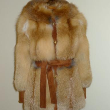 Пальто из замши и рыжих лисиц